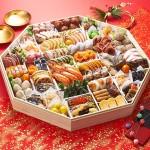 特大の八角重に和洋中全47種類のお料理を盛り合わせた大人数用おせち